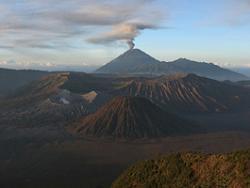Извержение вулкана Тенггер Калдера в Индонезии