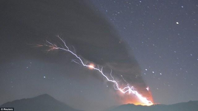 Киришима ночной вид на извержение