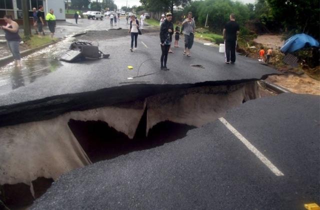Австралия, провал грунта после наводнения