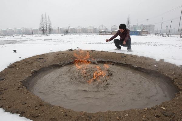 В Китае горит вода и грязь