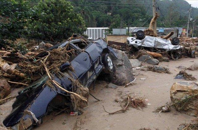 Последствия оползней и наводнений в Бразилии
