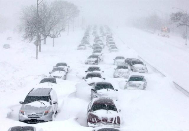 Чикаго засыпан снегом