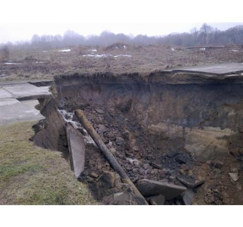 Под Калининградом обрушилась дорога
