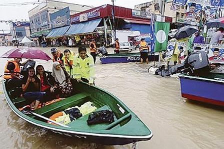 На Филиппинах людей эвакуируют из-за наводнения