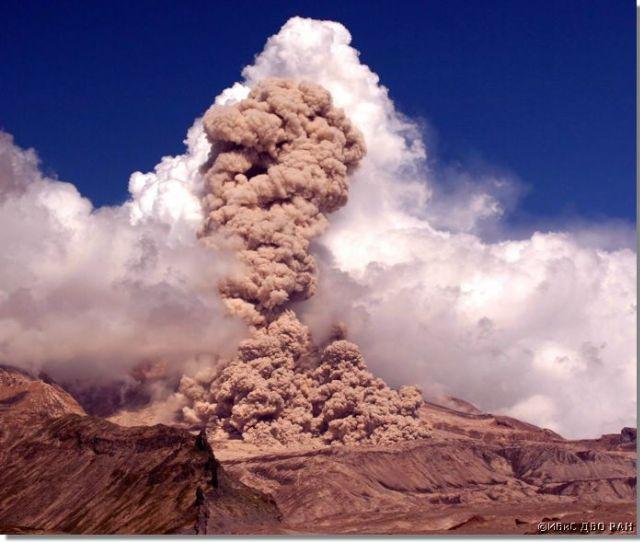 Россия: извержение вулкана Шивелуч