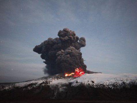 На Камчатке извергается Плоский Толбачик