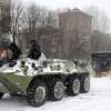 Устранять последствия снегопада в Киеве помогала боевая техника