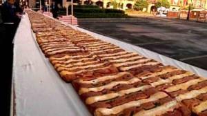 В Мексике испекли пирог гигантских размеров