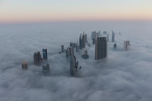 Эмират под облаками