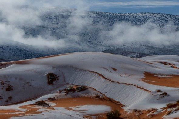 В Алжире, в пустыне Сахара, в городе Айн-Сефре выпал снег
