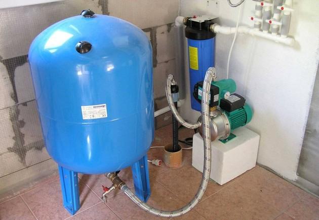 Экологичный насос с гидроаккумулятором для дачников